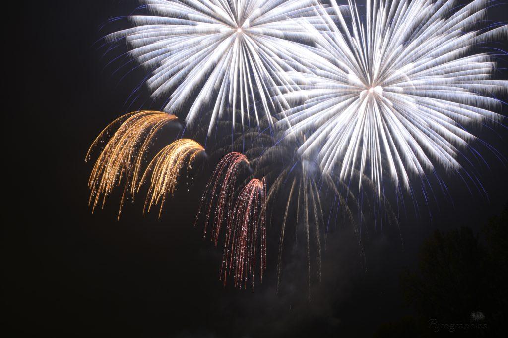 Hochfeuerwerk bei Stadtfest - Professionelle Feuerwerke